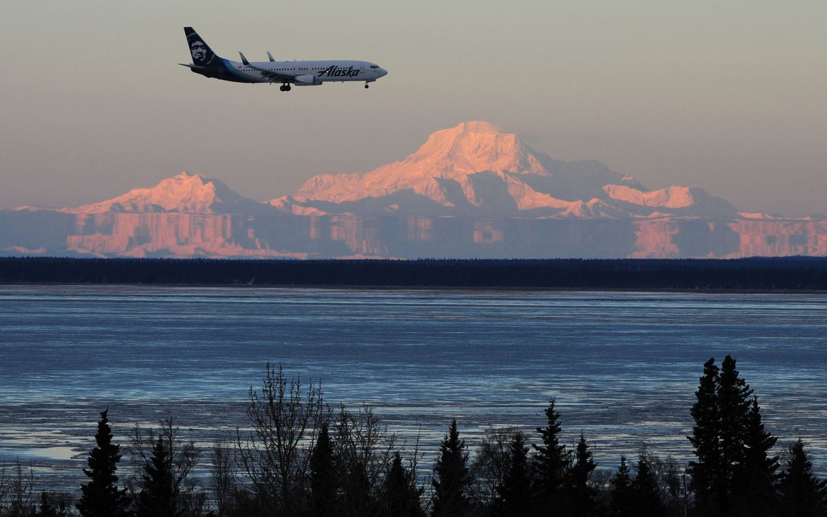 An Alaska Airlines passenger jet lands in Anchorage in November. (Bill Roth / ADN)