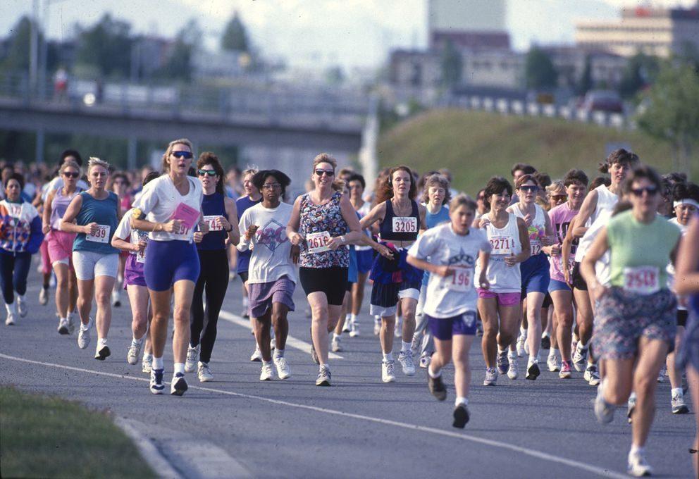 The second Run for Women brought out hundreds of people. (Erik Hill / ADN archive 1994)