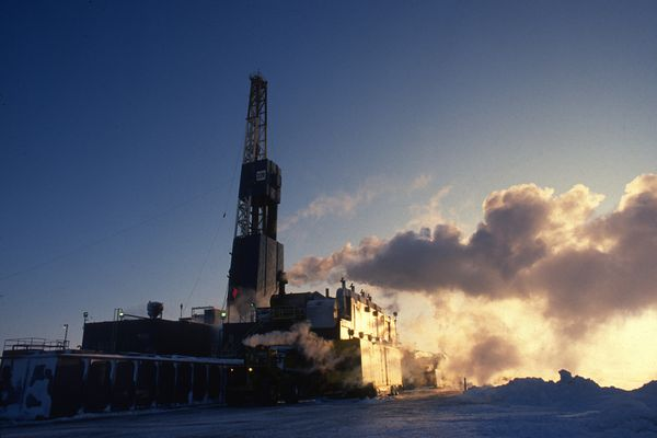 Nabors Alaska arctic drilling rig 27E drills the first production well on BP Exploration's F-pad on Milne Point. This pad is the newest and northern most pad in North America. Photographed Feb 20, 1995. (Bill Roth / ADN)