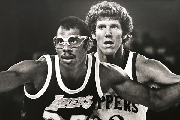 NBA Hall of Famers Kareem Abdul-Jabbar with the Los Angeles Lakers and Bill Walton with the Los Angeles Clippers played in an exhibition game at the Sullivan Arena in 1984. (Bill Roth / ADN)