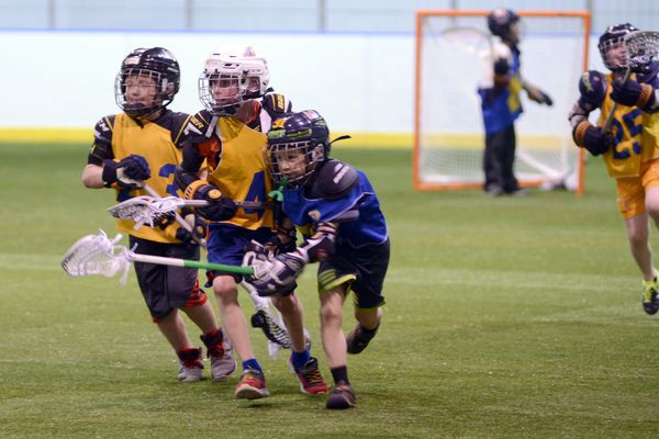 The Anchorage Hockey Association has a summer lacrosse camp. Four age groups practice skills and have games. The 8 years old and under group practiced at Ben Boeke Arena Wednesday, May 30, 2018. (Anne Raup / ADN)