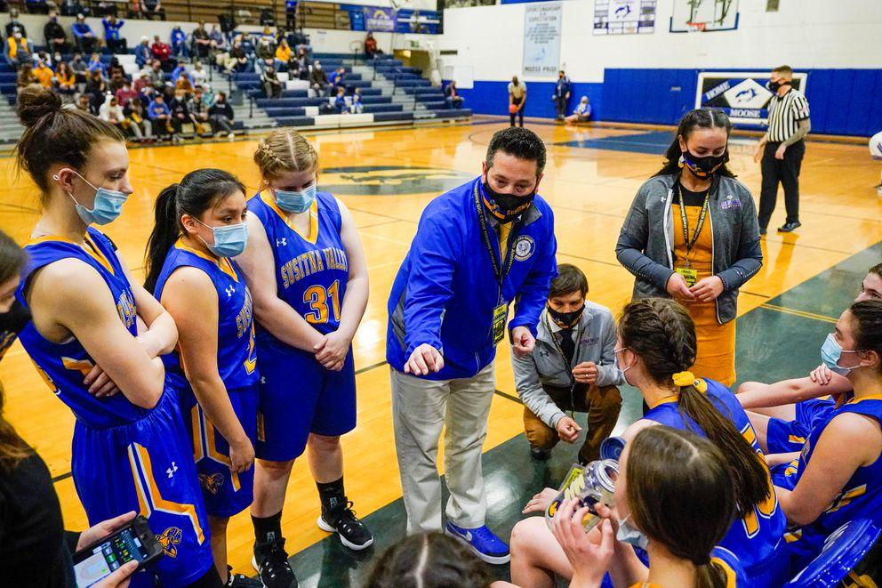Su Valley coach Jimmy Sickler talks with his team during a timeout. (Loren Holmes / ADN)