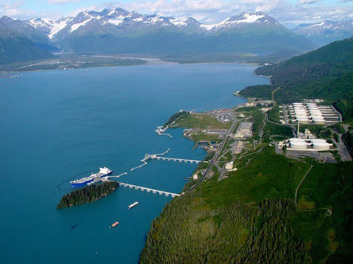 Valdez pipeline terminal. The four tanks in the foreground are the West Tank Farm; those further back are the 14 in East Tank Farm. (Alyeska Pipeline photo. )