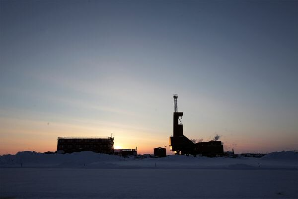 The sun sets behind an oil drilling rig in Prudhoe Bay, Alaska on March 17, 2011. REUTERS/Lucas Jackson/File Photo