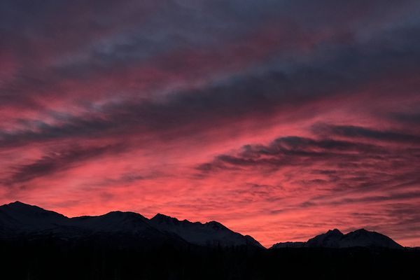 The winter solstice sunrise in Anchorage was full of orange, pink and red hues, Dec. 21, 2017. (Bill Roth / ADN)