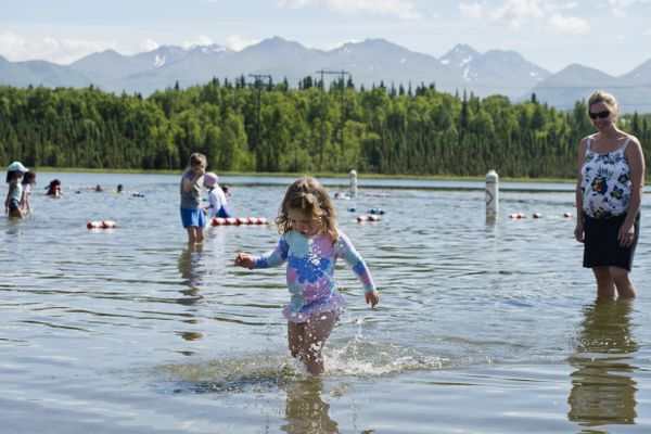 Ivy Wood, 2, walks in the shallow water of Goose Lake with her mom, Kristin Wood, right, on July 2, 2018. (Marc Lester / ADN)