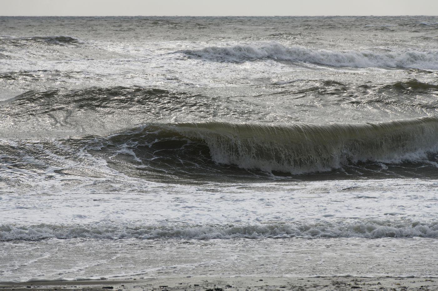 Waves crash on the beach near Safety. (Marc Lester / ADN)