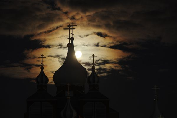 BOB HALLINEN / Anchorage Daily News The full moon rises over St. Innocent Russian Orthodox Church in east Anchorage on Tuesday evening October 11, 2011. 111011