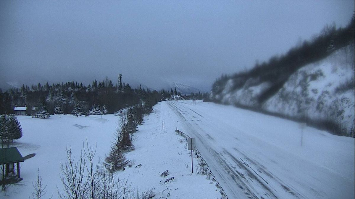 A traffic camera view of Bird Point on the Seward Hightway, taken Wednesday morning, Jan. 1, 2020. The stretch of highway remained closed. (Alaska Department of Transportation of Public Facilities)