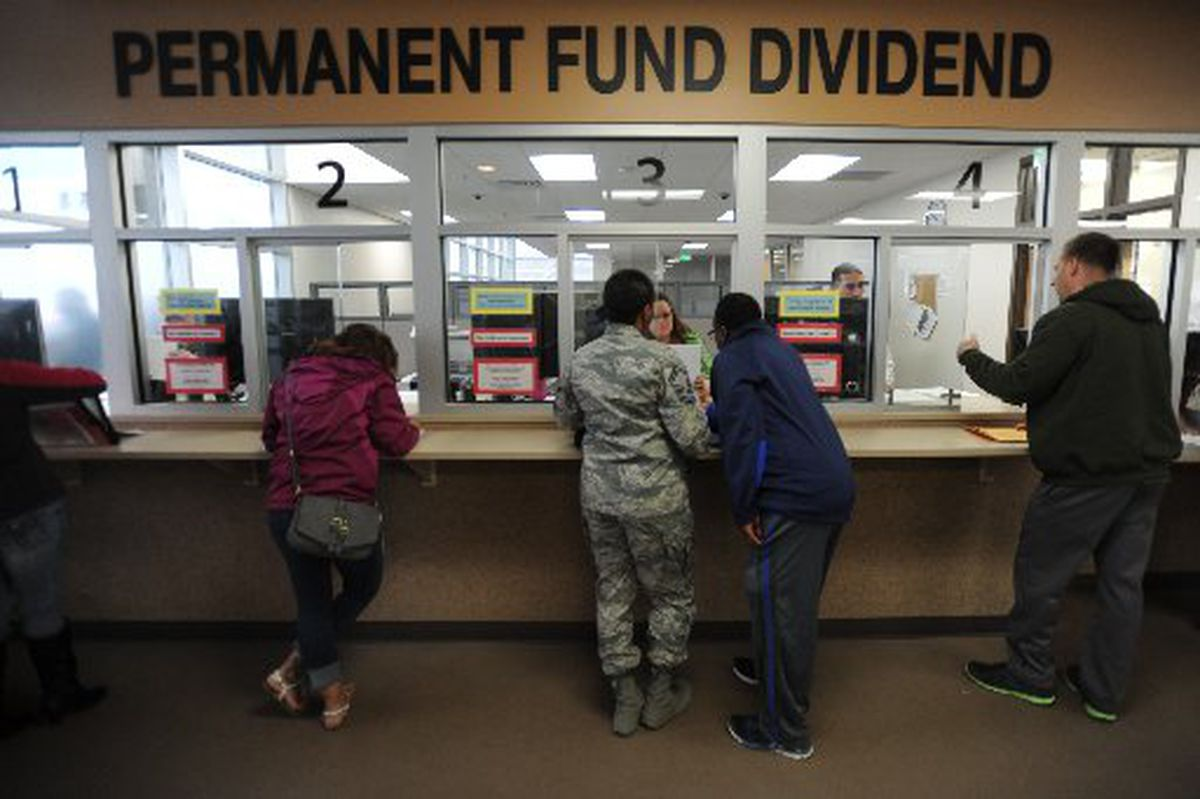 Alaska residents line up to apply for the Permanent Fund dividend on the last day, March 31, 2015, at the PFD division's Anchorage office in the Linny Pacillo Parking Garage at Seventh Avenue and F Street. (BILL ROTH / ADN archive 2015)