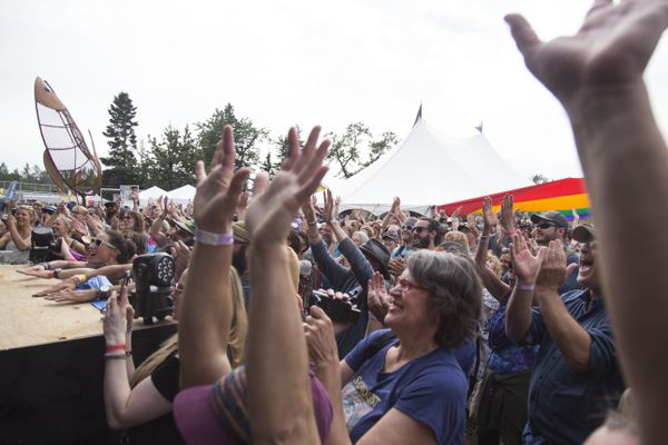 Concertgoers applaud musicians during Salmonfest Saturday, August 5, 2017, in Ninilchik. (Rugile Kaladyte / Alaska Dispatch News)