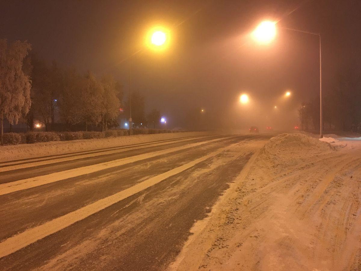 Traffic moves through fog on Benson Boulevard in Anchorage on Tuesday, Jan. 3, 2017. (Chris Klint/ADN)