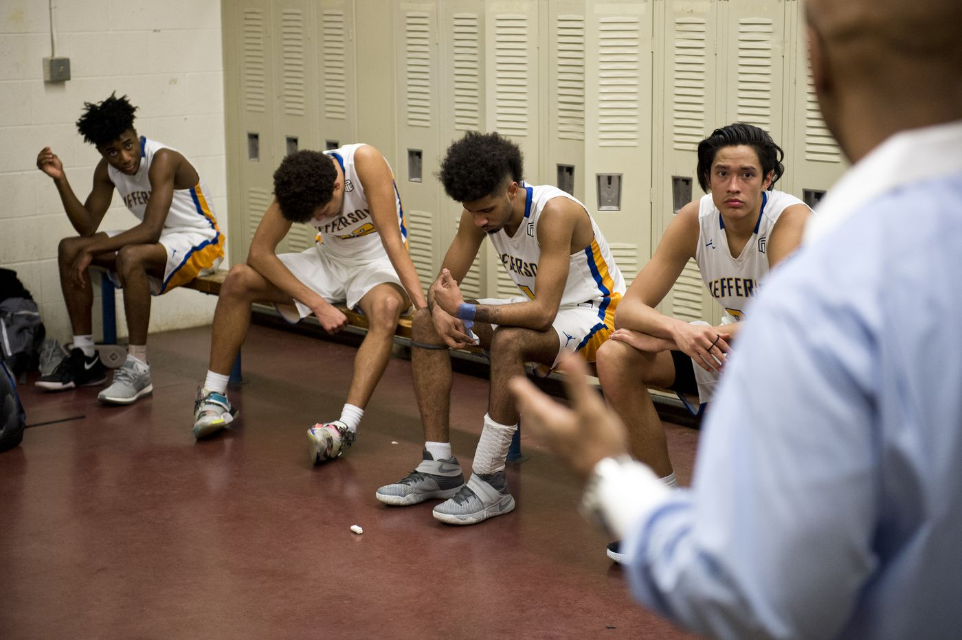 Jefferson basketball coach Pat Strickland speaks to Kamaka Hepa and his teammates at halftime of a game against Portland's Cleveland High School. (Marc Lester / ADN)