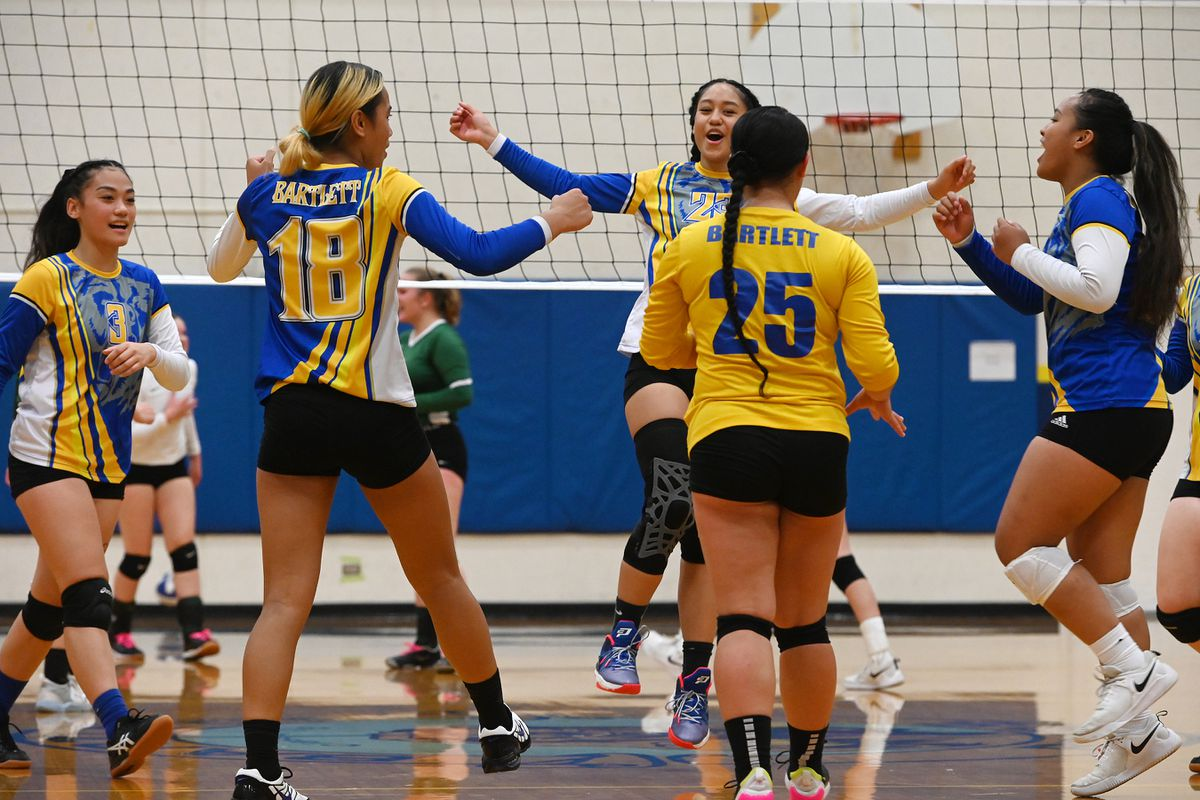 Bartlett celebrates a point during its 3-0 home volleyball victory over Service on Tuesday evening. (Bill Roth / ADN)