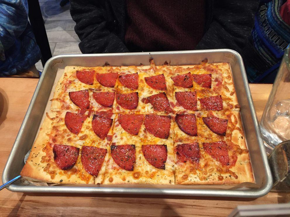 Pepperoni pizza (Mara Severin)