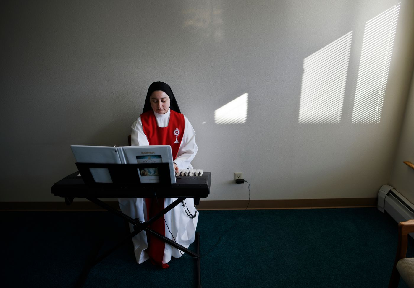 Sister Miriam de Jesus Cantu practices playing music. (Marc Lester / ADN)