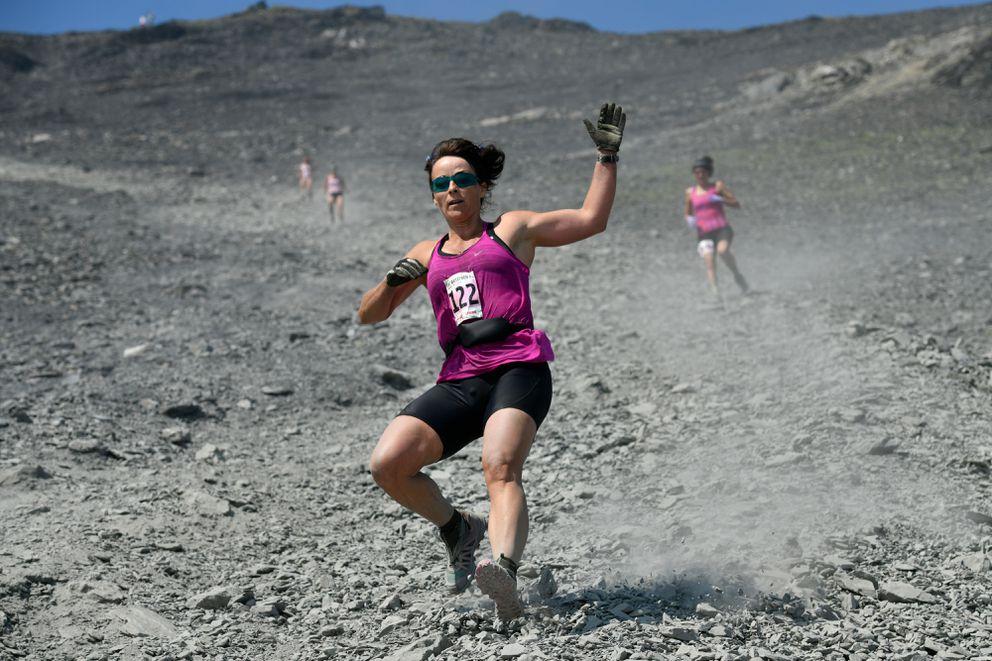 Charlotte Edmondson of Anchorage runs downhill during the Mount Marathon women's race on July 4, 2019, in Seward. (Marc Lester / ADN)