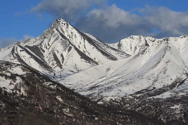 Snow pack has melted away from south facing slopes of Matanuska Peak near Palmer on Tuesday, April 11, 2017. (Bill Roth / Alaska Dispatch News)