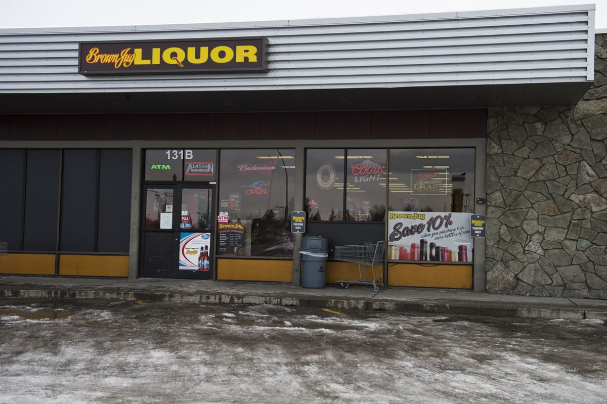 The Mountain View Community Council is working with the Brown Jug liquor store on North Bragaw Street to address alcohol-related concerns along Mountain View Drive. (Marc Lester / ADN)