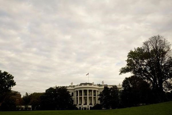 The White House is seen from the South Lawn in Washington October 17, 2008. REUTERS/Larry Downing
