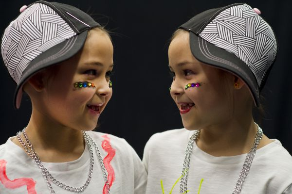 Twins Izabella, left, and Annabella Dabney performed the Nae-Nae Dance at the Mountain View Elementary School talent show on April 26, 2018. (Marc Lester / ADN)