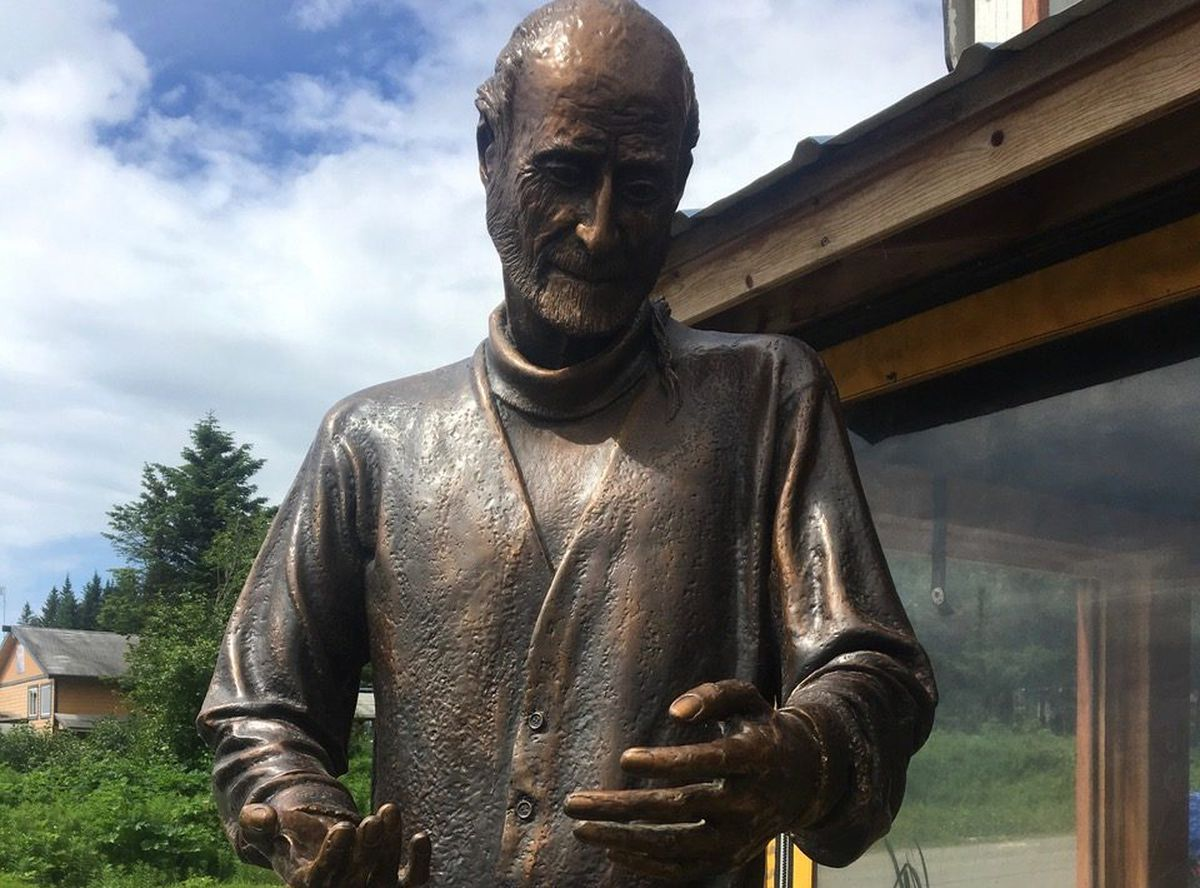 A statue of the late Homer pioneer and mystic Brother Asaiah Bates was unveiled at the Cosmic Kitchen restaurant on Saturday, June 23, 2018. (Photo by Will Files)