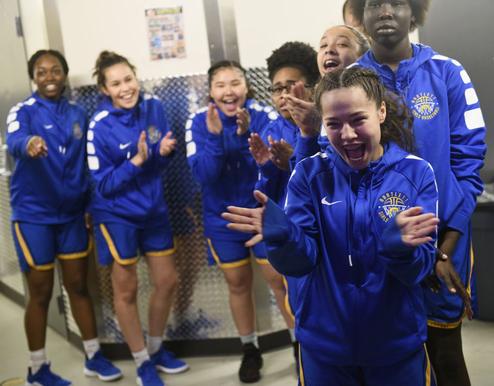 The Bartlett team cheers at the start of the championship game. (Marc Lester / ADN)