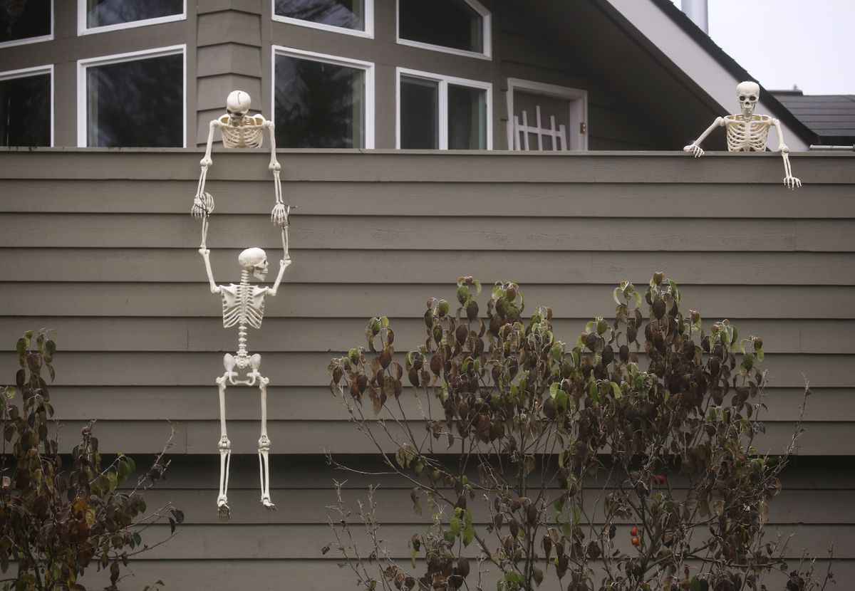 Halloween decorations outside a home on Loussac Drive in Anchorage on Oct. 28, 2020. (Emily Mesner / ADN)