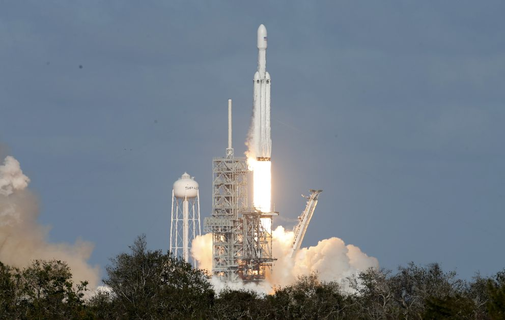 A SpaceX Falcon Heavy rocket lifts off from historic launch pad 39-A at the Kennedy Space Center in Cape Canaveral, Fla., on Feb. 6, 2018. (REUTERS/Joe Skipper)