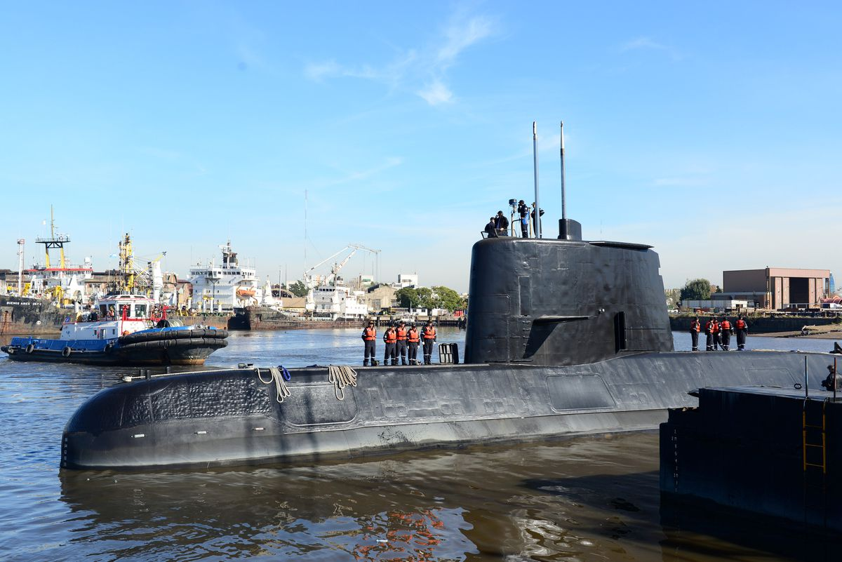 The Argentine military submarine ARA San Juan and crew are seen leaving the port of Buenos Aires, Argentina June 2, 2014. (Armada Argentina / Handout via Reuters)