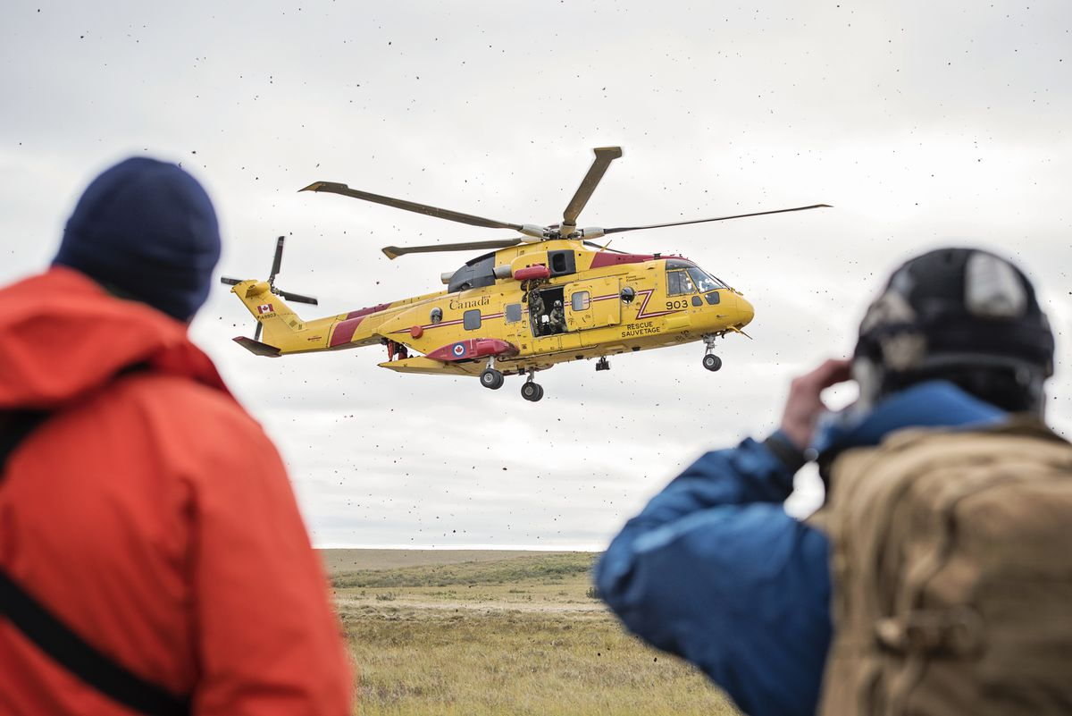 Alaska Air National Guard and Royal Canadian Air Force search and rescue personnel wait for a Canadian CH-149 Cormorant helicopter from 442 Transport and Rescue Squadron, to land in order to extract simulated casualties during exercise Arctic Chinook, near Kotzebue, Alaska, August 24. (Staff Sgt. Edward Eagerton / U.S. Air National Guard)