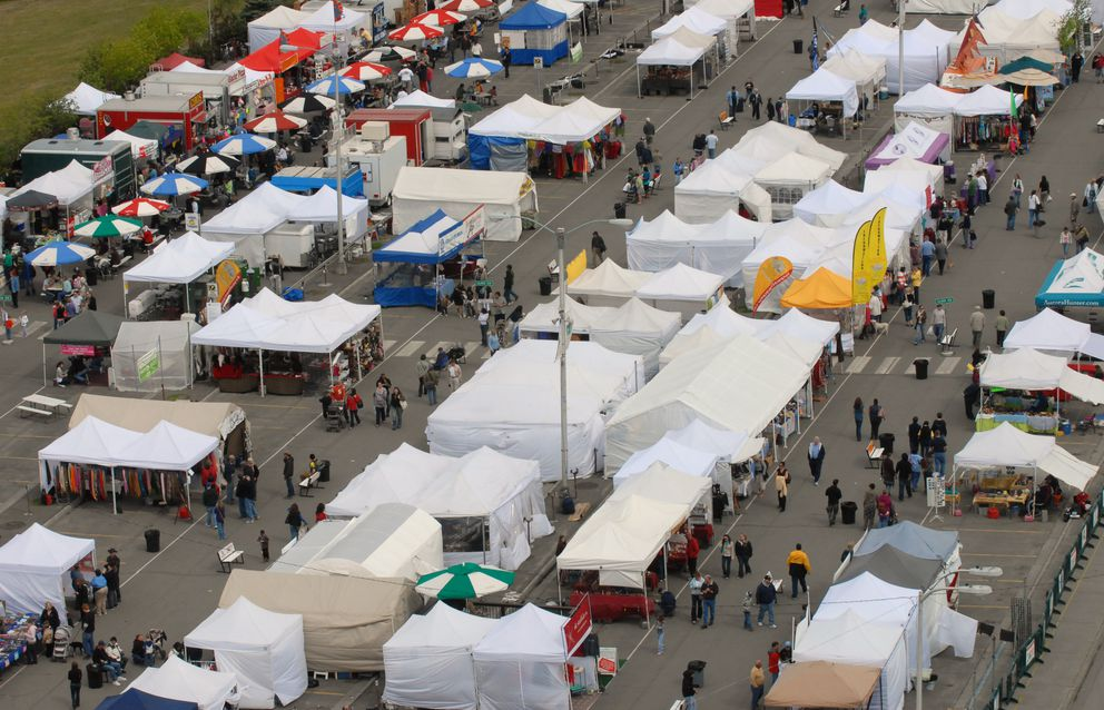 People flocked to the Anchorage Market & Festival after the weather improved on Sunday, May 31, 2009, as seen from the Hilton Anchorage. (Bill Roth / ADN)