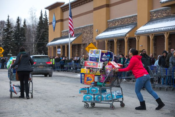 Hundreds of people wait in line to get into Sam's Club Friday, Jan. 12, 2018 at Tikhnatu Commons. Sam's Club announced that they were closing all three of their Alaska locations at the end of the month, and they offered 25% off most items on Friday. (Loren Holmes / ADN)