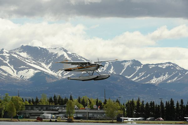 A floatplane takes off from Lake Hood Float Plane Base with the Chugach Mountains in the background in west Anchorage, AK, on Tuesday, May 22, 2018. (Bob Hallinen / ADN)