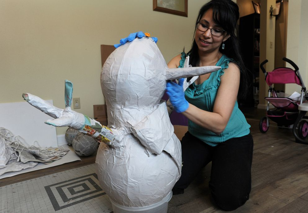 Carolina Vidal makes a papier-mache Frosty the Snowman piñata for a 9-year-old's birthday party.(Bill Roth / ADN)