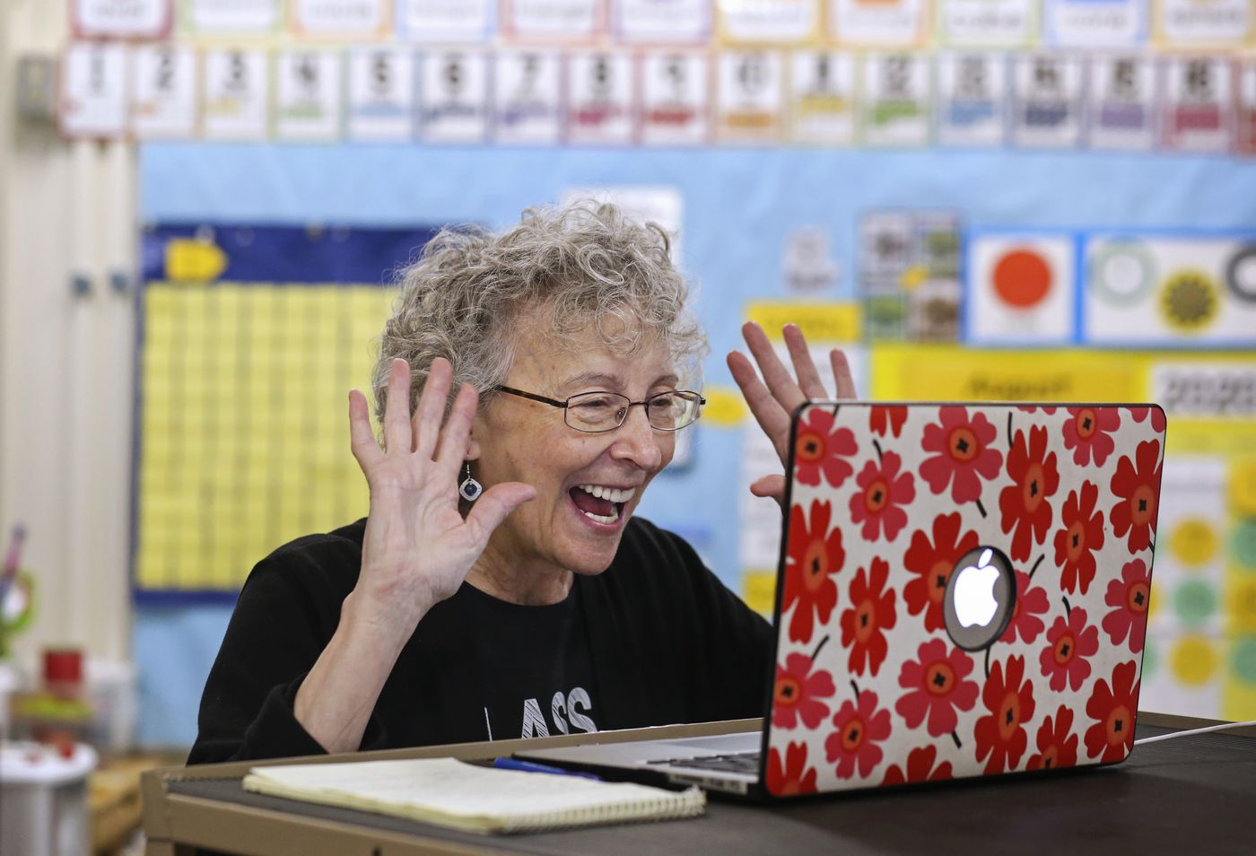 Karen Gordon welcomes students to the Zoom meeting for their first day of kindergarten. (Emily Mesner / ADN)