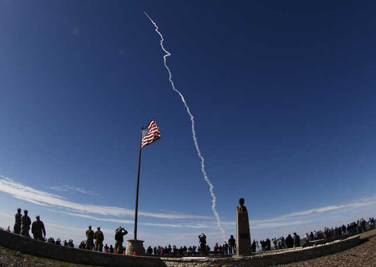 The launch of a U.S. Missile Defense Agency flight test of a ground-based Interceptor at Vandenberg Air Force Base on Jan. 28, 2016. (Gene Blevins/Zuma Press/TNS)