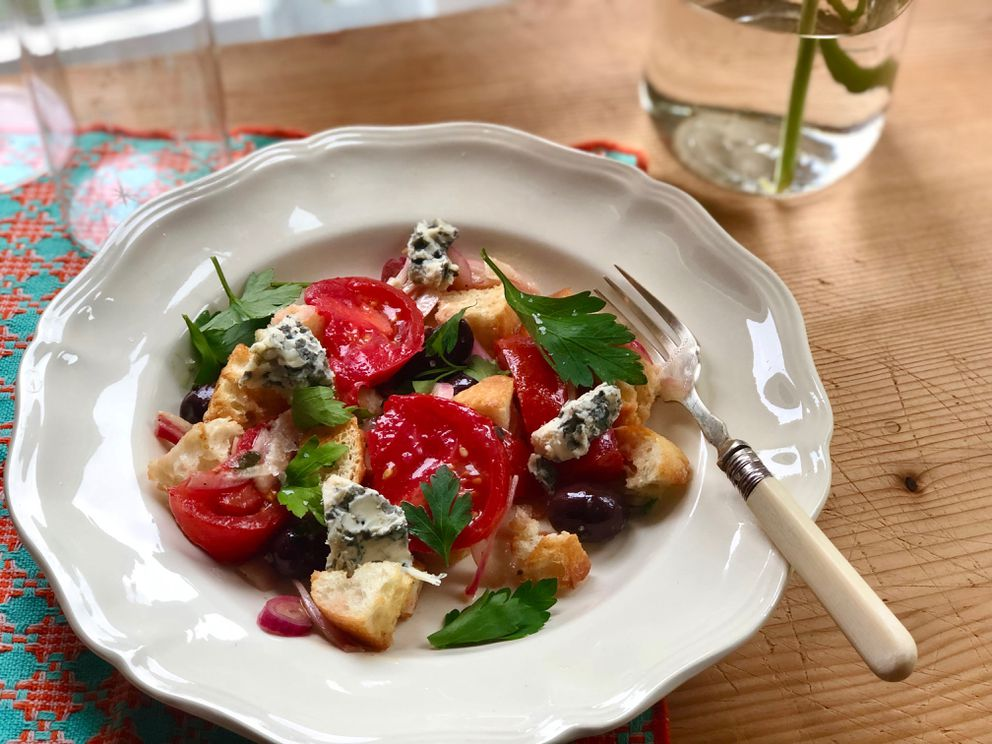 End-of-summer bread and veg salad (Photo by Kim Sunée)