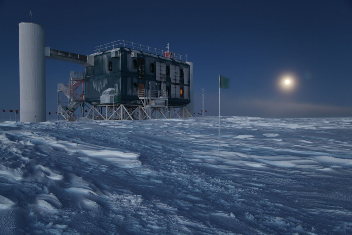 A rare, risky mission is underway to rescue sick ...Icecube Neutrino Observatory July