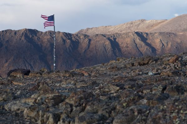 Steady wind blew on the ridges of Flattop Mountain in Chugach State Park on October 17, 2018. (Marc Lester / ADN)