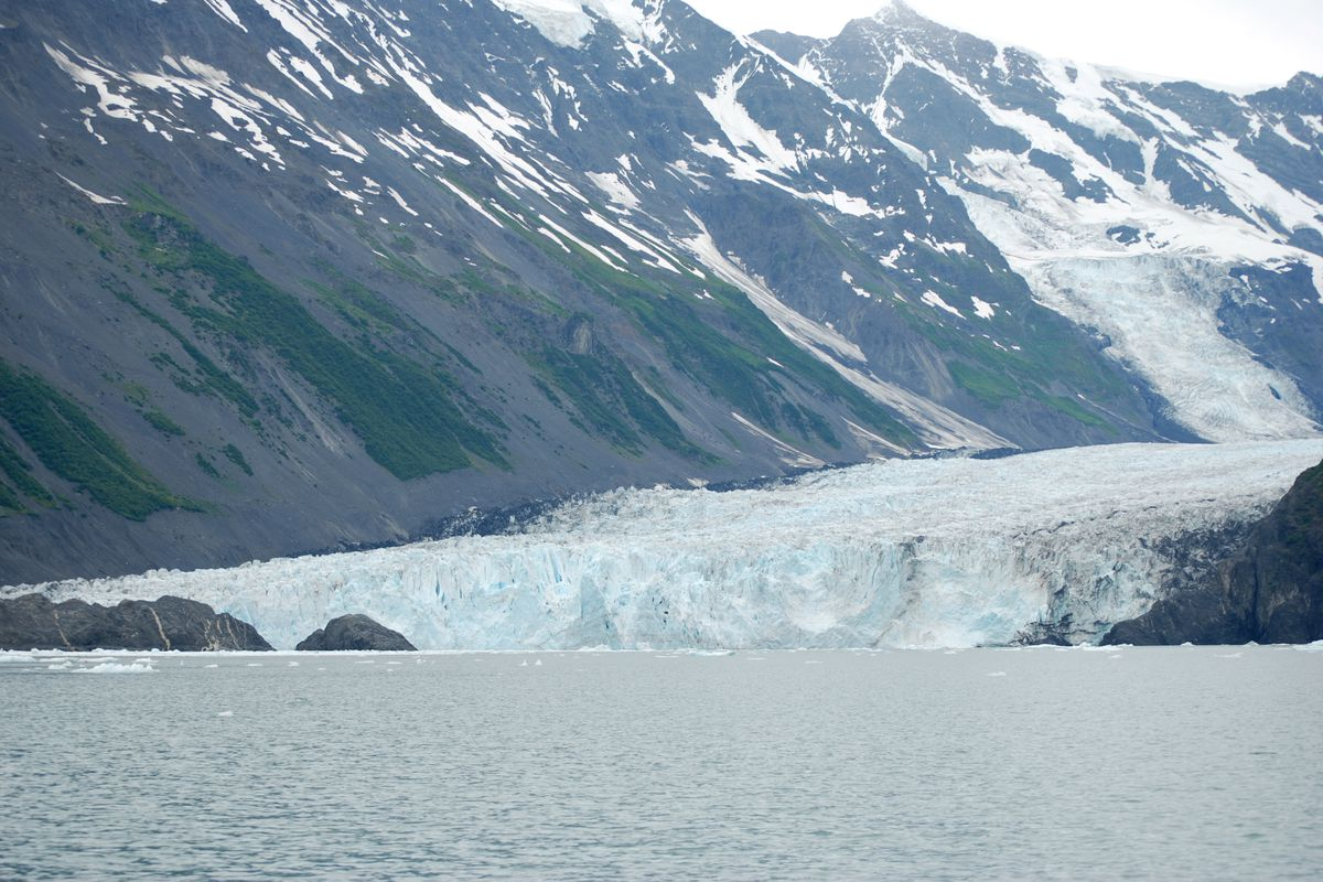 Barry Glacier. (Photo by Don Becker / U.S. Geological Survey)