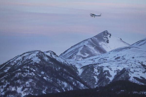 A small aircraft flies near Palmer as the sun begins to set on Tuesday, Jan. 12, 2021. (Emily Mesner / ADN)