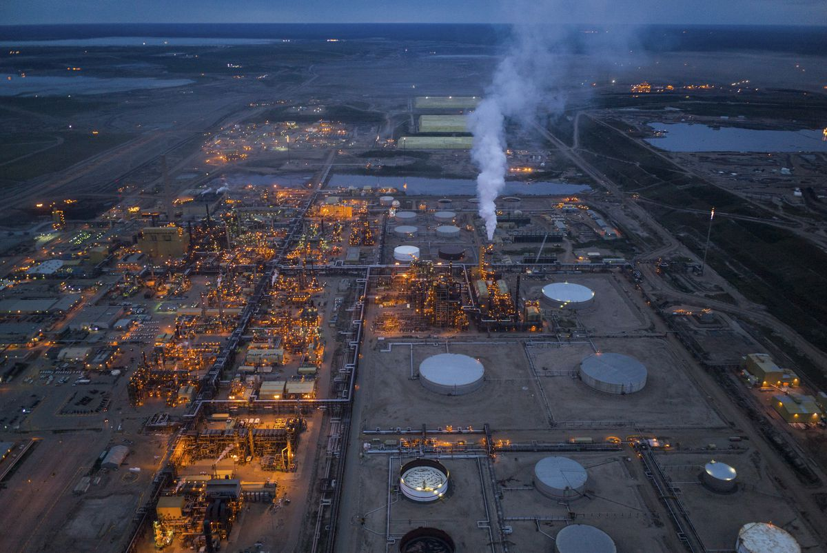 oil sand in alberta Northern alberta's oil-sand deposits contain some 143 gt (900 × 10 9 bbl) of bitumen from which at least 36 gt (250 × 10 9 bbl) of marketable light 'synthetic crude oil' are expected to be ultimately producible.