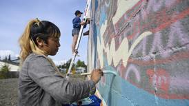 New mural brings retro colors and a nod to Hawaii to Mountain View
