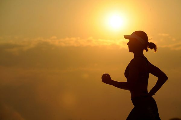 A runner in silhouette. (pixabay)