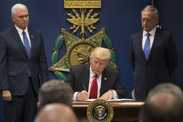 President Donald Trump signs an executive order on immigration, at the Pentagon in Arlington, Va., Jan. 27, 2017. (Stephen Crowley/The New York Times file)