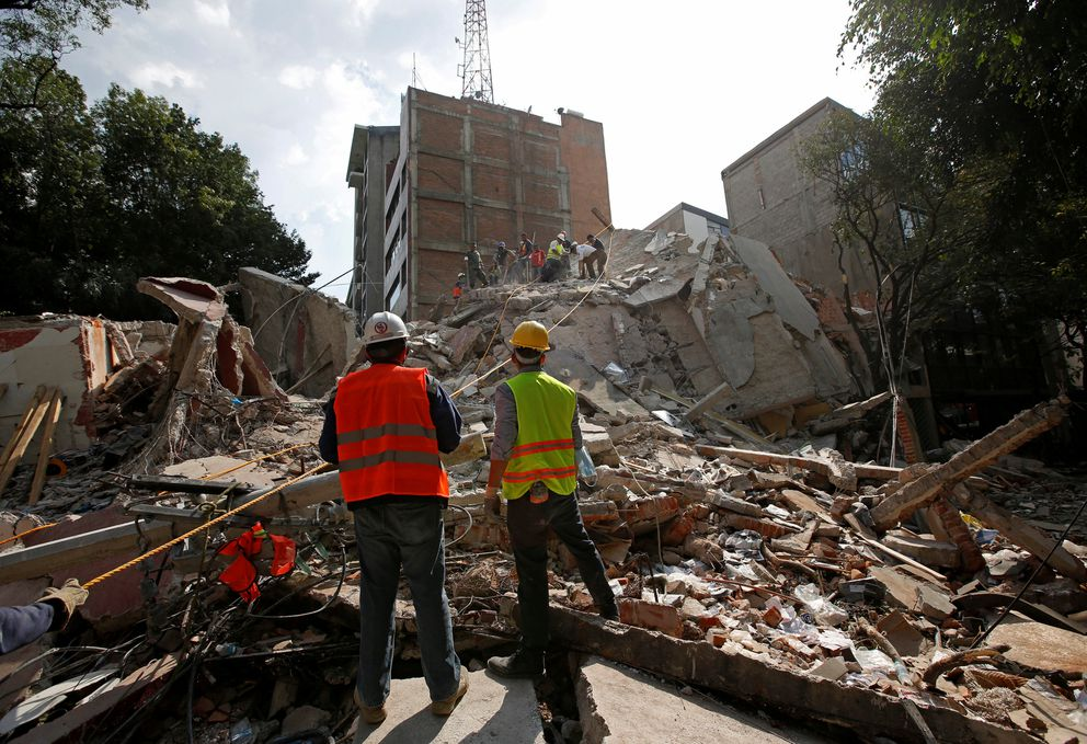 Rescue workers searchthe rubble of a collapsed building after an earthquake hit Mexico City. REUTERS/Carlos Jasso