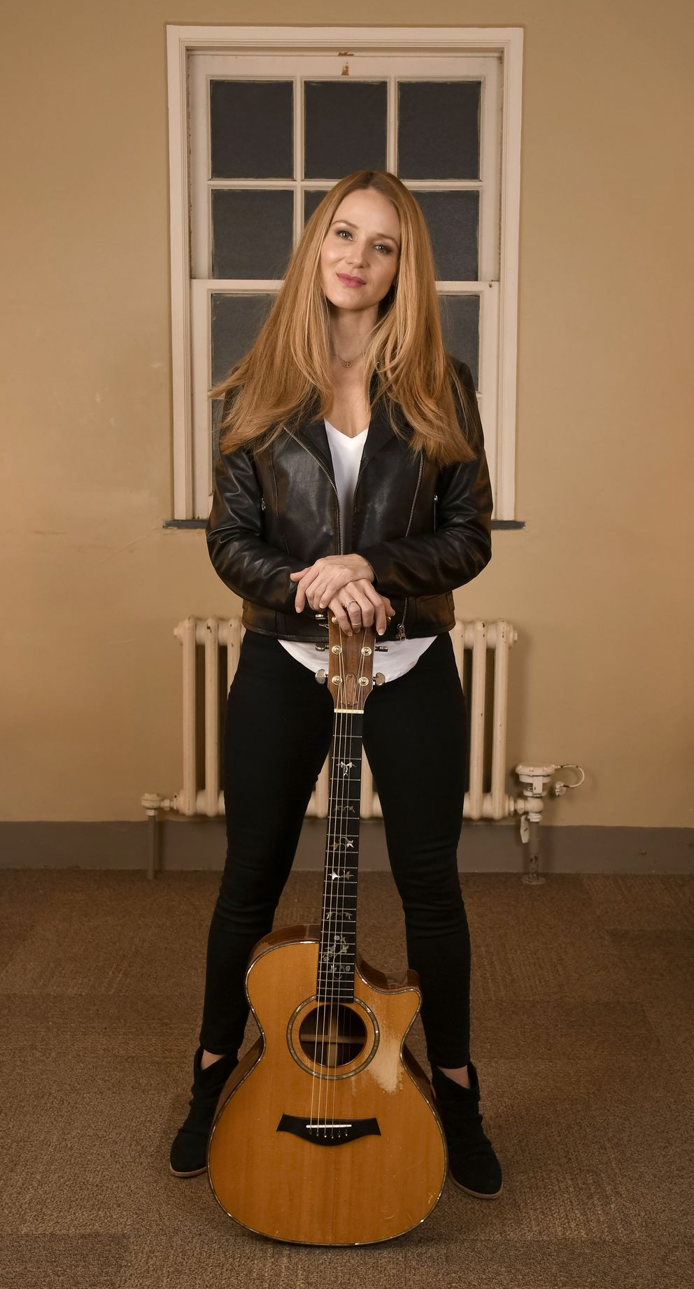 Singer-songwriter Jewel at the Hershey Theatre in Hershey, Pennsylvania. (Photo for The Washington Post by Eileen Blass)