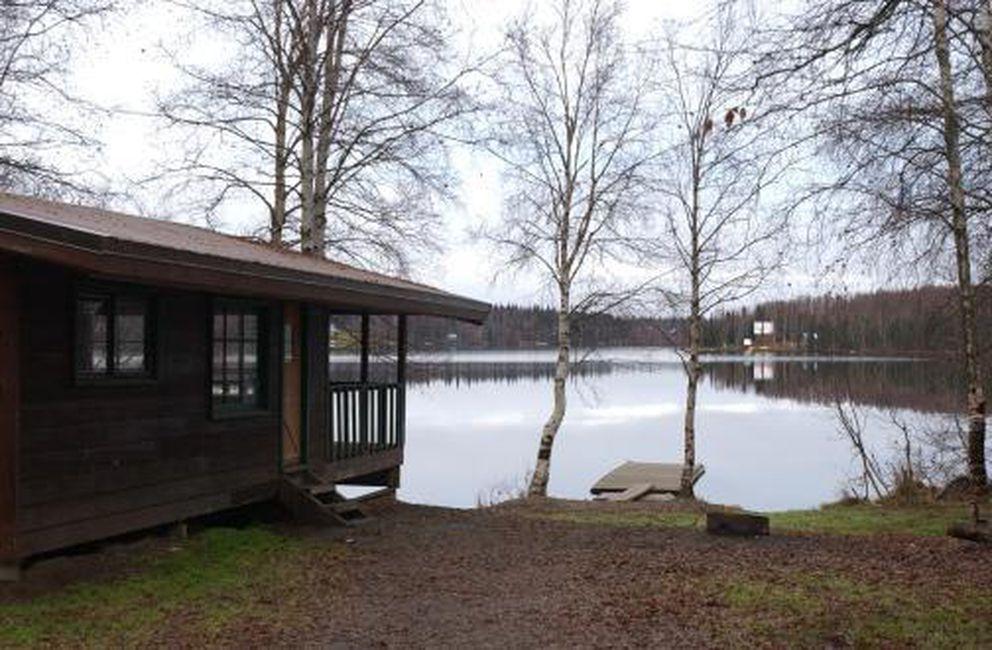 Nancy Lake public uses cabin No. 4. (Bob Hallinen / ADN)