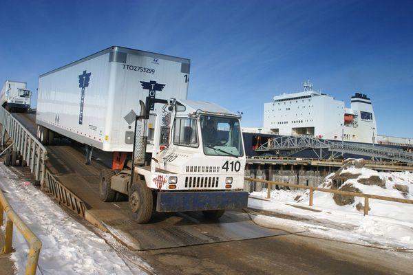 A TOTE truck pulls a 53-foot trailer off the Midnight Sun at the Port of Alaska in this file photo. A trial pitting the Municipality of Anchorage against the federal government was set to begin Feb. 16, 2021, some seven years after the lawsuit was filed and nearly 11 years since work was halted on a failed expansion project. (Alaska Journal of Commerce file photo)